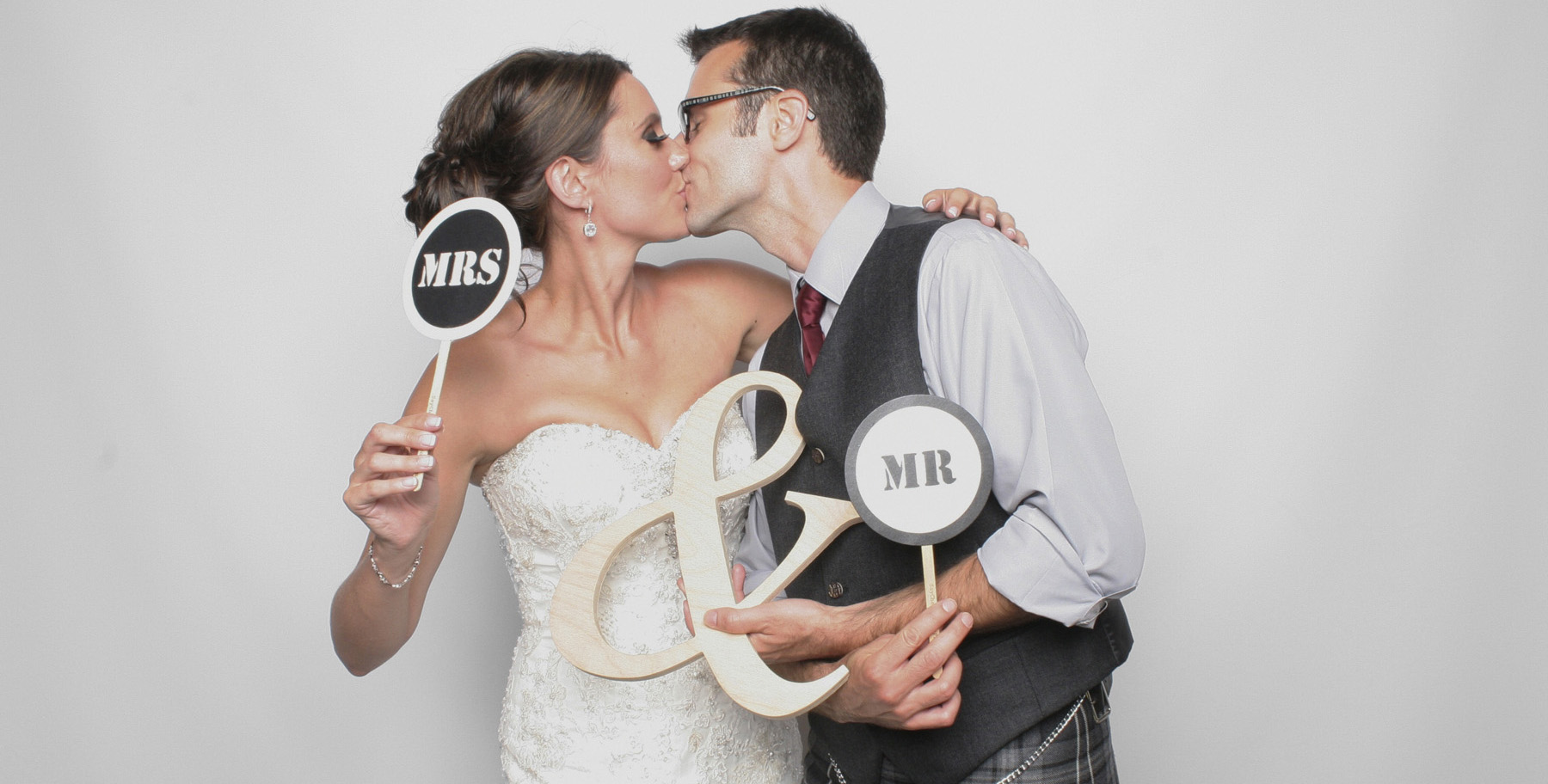 4853986Baltimore-Photo-Booth-Scottish-Wedding-Couple-Kissing